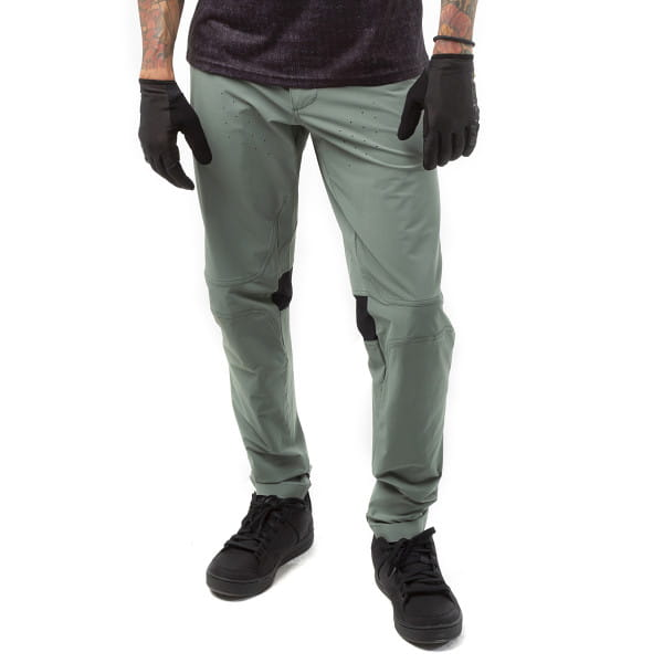 CF Tight Pants II - Grau