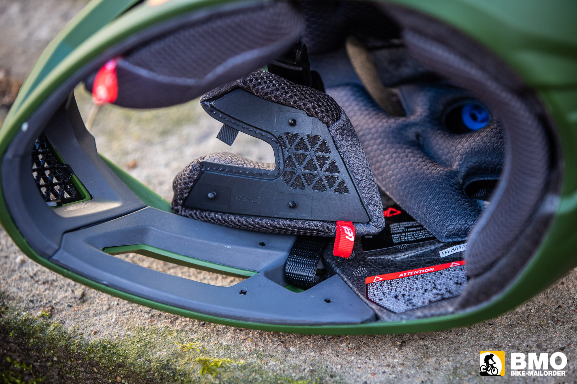 Leatt-DBX-4-0-Super-Ventilated-Fullface-Helm-Bike-Mailorder-11